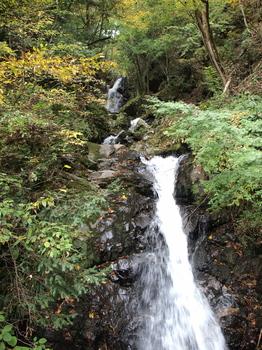 若殿の滝.jpg